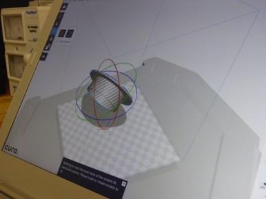 Das Modell wird ausgerichtet und für den Drucker vorbereitet.