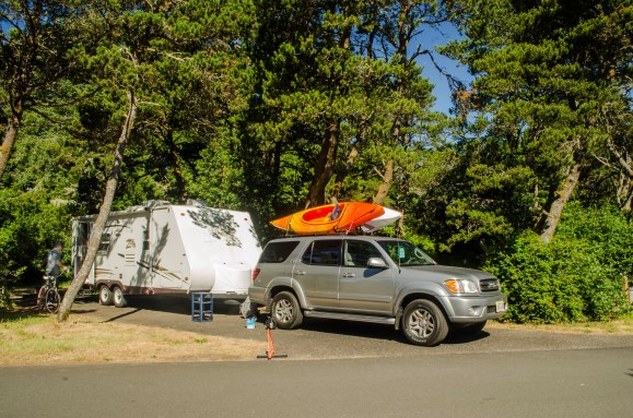 South_Beach_SUV_with_kayaks_and_trailer_in_campsite_11_June_2017