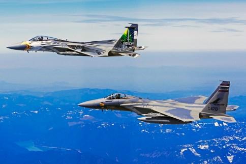 142FW_and_173FW_F-15_flight