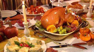 thanksgiving-dinner-table-good-ways-to-decorate-thanksgiving-dinner-table-with-stylish-table