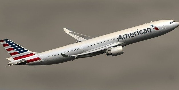 American Airlines Commuter Jet Slides Off Runway At O'Hare (Video)