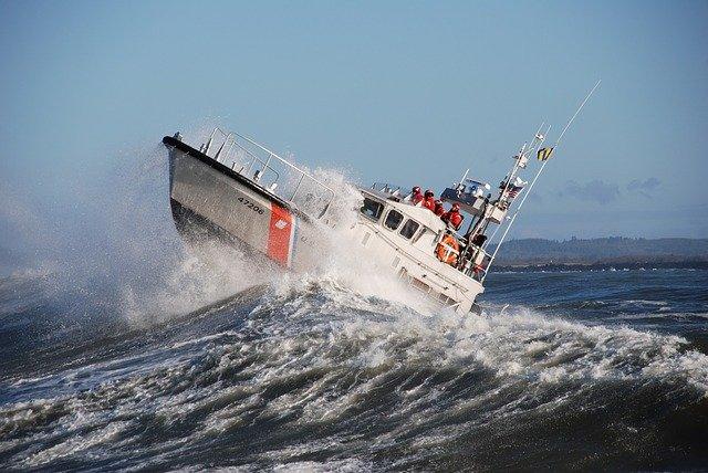 Coast Guard, good Sams rescue 3 from capsized boat on Oregon Coast