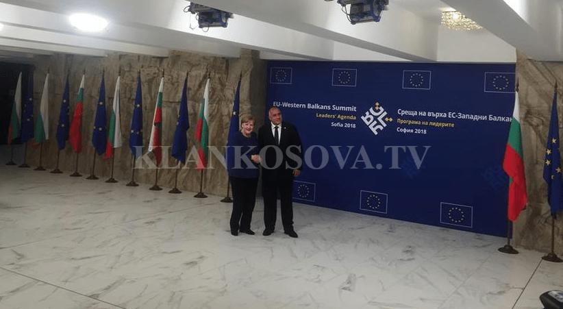 download-3-2 Borisov pret Merkelin në vendin e Samitit në Sofje (FOTO)