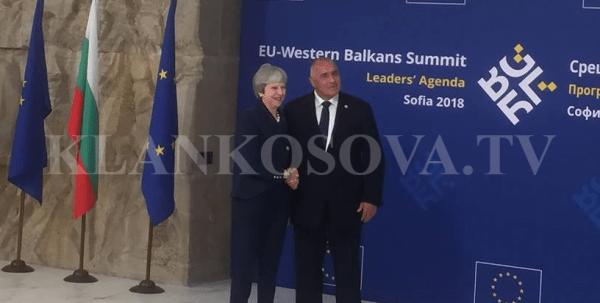 download-5-2 Kryeministrja britanike Theresa May pritet nga homologu i saj bullgar Bojko Borisov (FOTO)