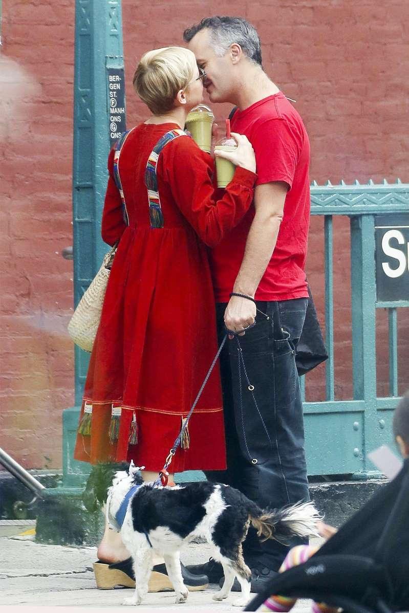BBOfnB4 Michelle Williams puthet me bashkëshortin në mes të rrugës