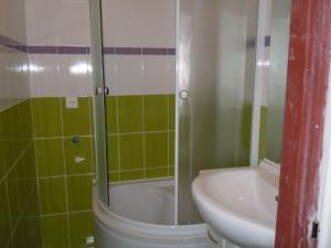 Fungl nová sprcha. Před vybouráním.