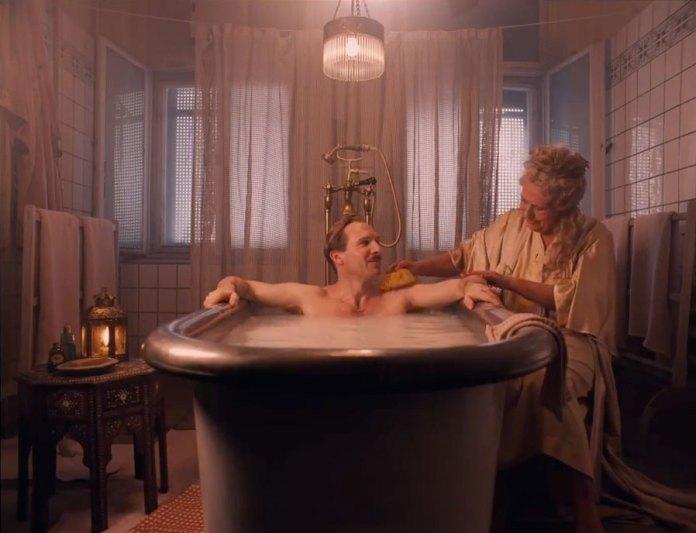Ralph Fiennes er Gustave H. í The Grand Budapest Hotel.