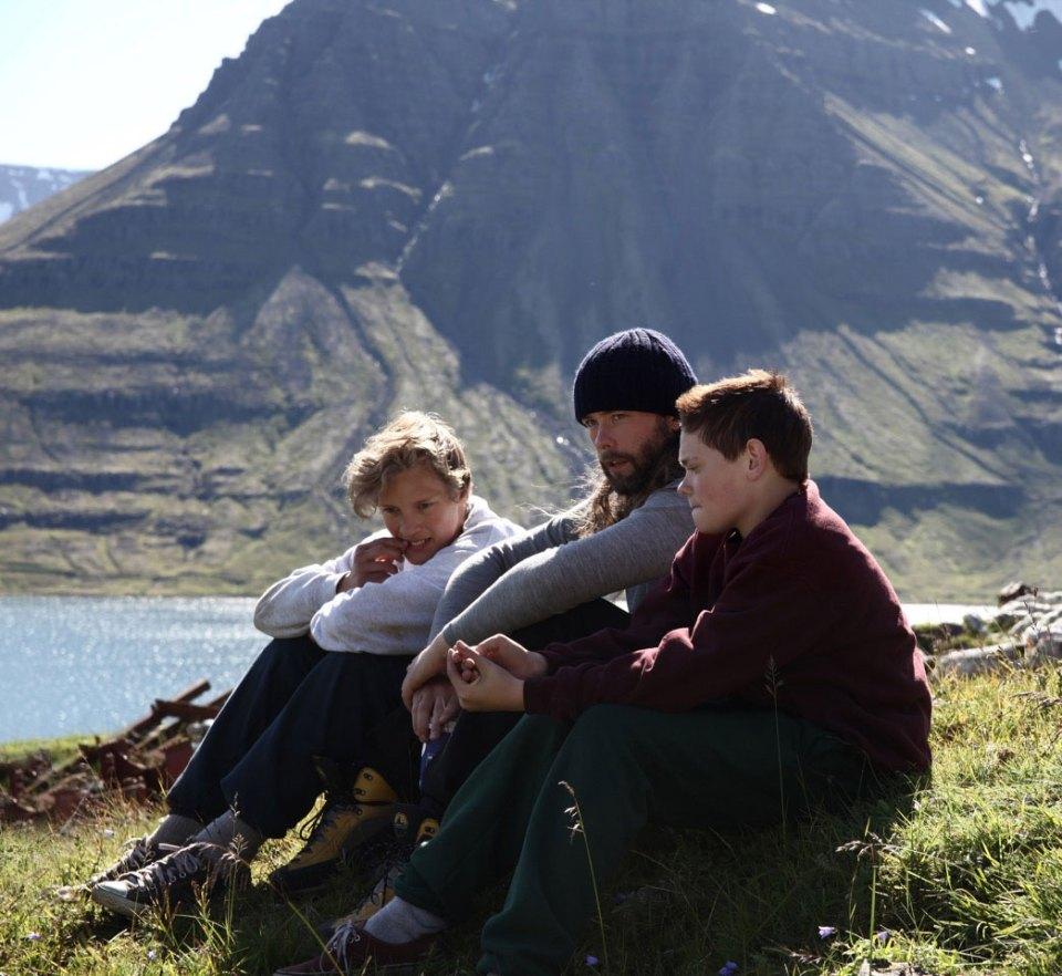 Guðmundur Arnar í miðju ásamt aðalleikurum Hjartastein, Baldri Einarssyni og Blæ Hinrikssyni.