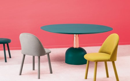 Illo round brass dining table