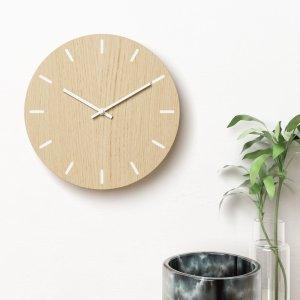 Vægur i eg med hvide visere - Plexi clock
