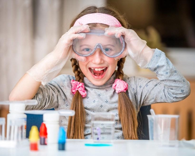 3 redenen om wetenschap- en techniekles te geven (+ tips hoe je dit spelenderwijs kunt doen)