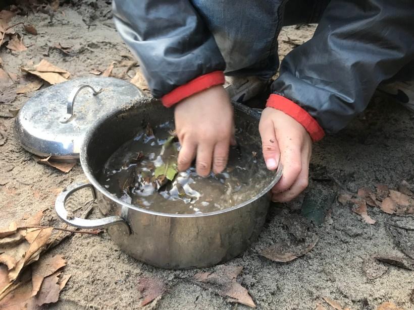 De modderpoel: spelen met zand, water èn modder