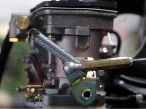 neuer Halter für eine Gasrückzugfeder am Vergaser