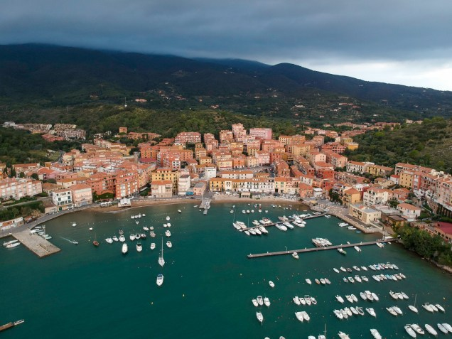 A seaside town with a strong fishing tradition on the eastern side of the Argentario promontory.