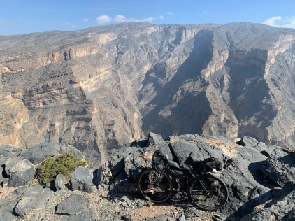 Taking a breather right at the edge of the Omani Grand Canyon