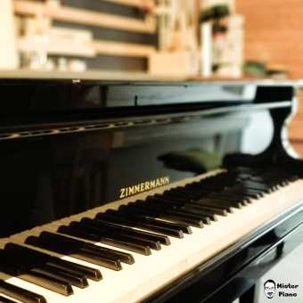 """My new """"Zimmermann"""" Grand Piano just reached my workshop. There is a lot to do. Soundboard,strings, etc. #handwerk #pianoservice #pianotuner #klavierwerkstatt #klavierstimmer #werkstatt #pianotech #klavier #klavierbau #klavierbauer #handwerk #pianoservice #pianotech#misterpiano #invention #oldbutgold #old #new #piano #pianolover #pianoservicenordwest #piandoo"""