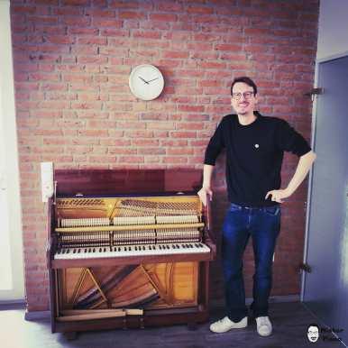 The smallest piano of the world? Look how tiny it is?? #tiny #piano #tinyhouse #pianotuner #grandpiano