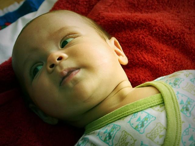 Smilla visar upp sin finaste sida i babygymet