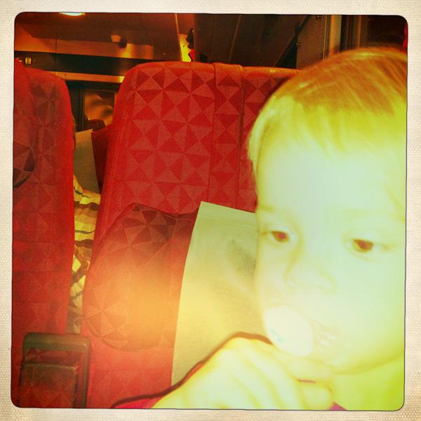 På tåget hem
