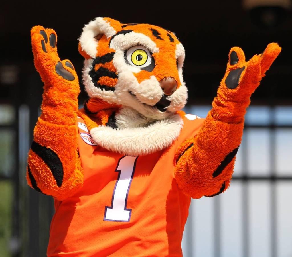 2019.09.07.clemson.tiger.mascot.1