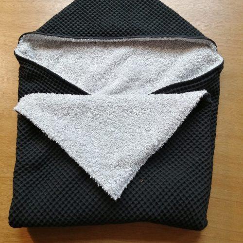 Badcape zwart met licht grijze badstof