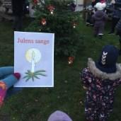 """""""Singe! Danse!"""" zegt de peuter als het nu over kerstbomen gaat."""