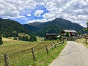 Auf gehts - Start direkt im schönen Gsieser Tal | Copyright: Anja Heuer