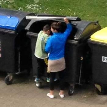 Flaschensammler-Kind