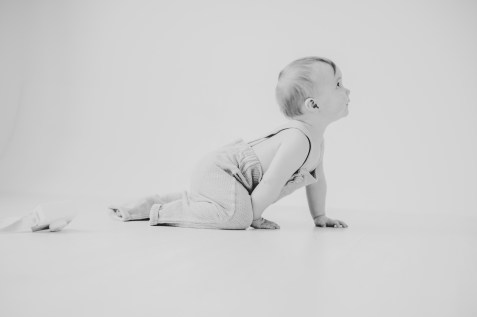 Babyfotos kleinernordfuchs eigenes Outfit fotoshooting outfit inspiration graue Hose