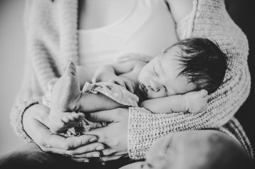 Neugeborenenfotos Heilbronn Stilvoll_Studio kleinernordfuchs sw_011