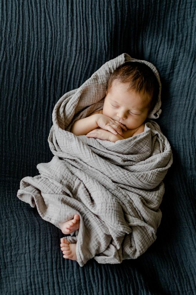 Neugeborenenfotos clean stilvoll zeitlos