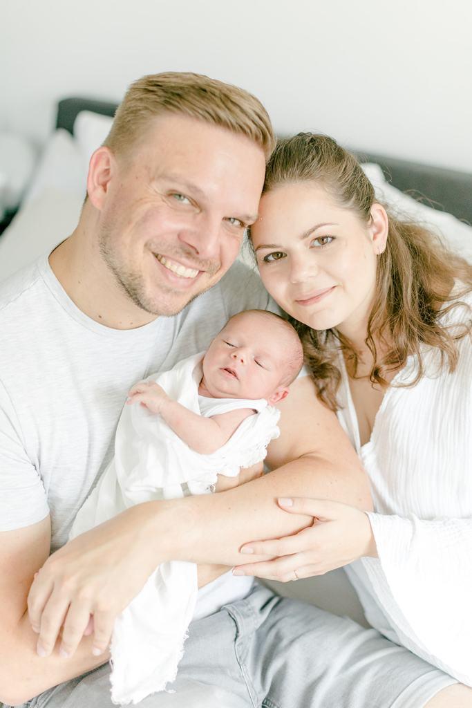 Familienfotos Neugeborenenfotos zu Hause