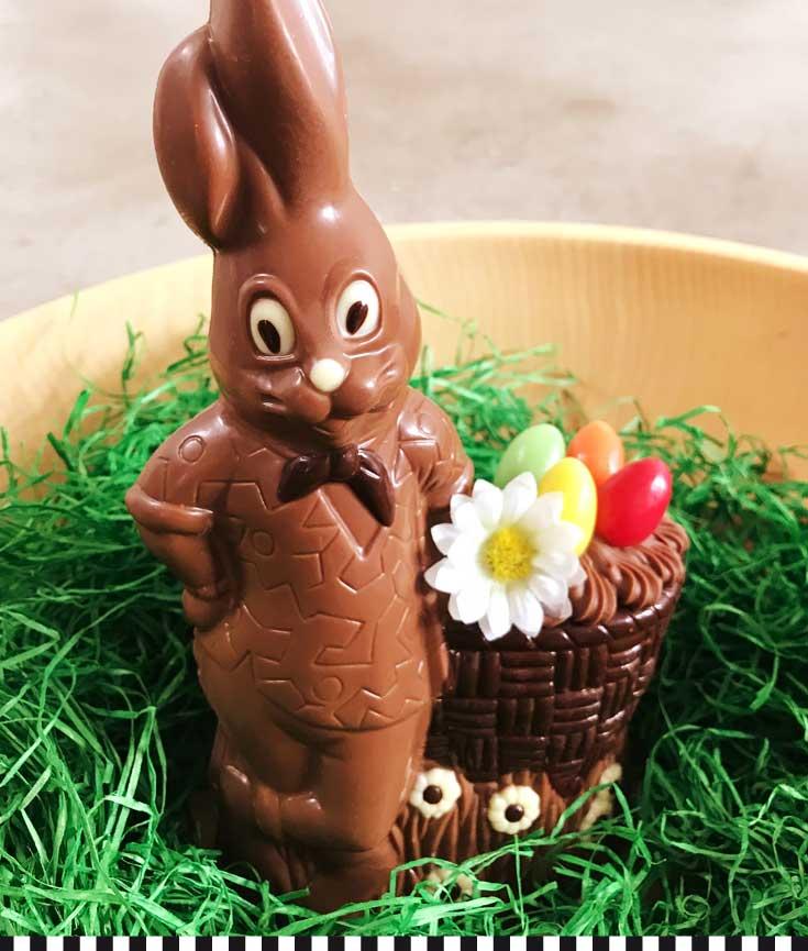 Süßer Schokoladenosterhase aus der Konditorei Heinemann im Osternest