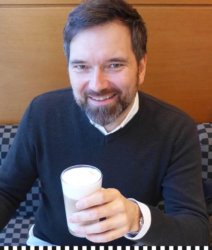 Moderator Ingo Nommsen beim Latte Macchiato