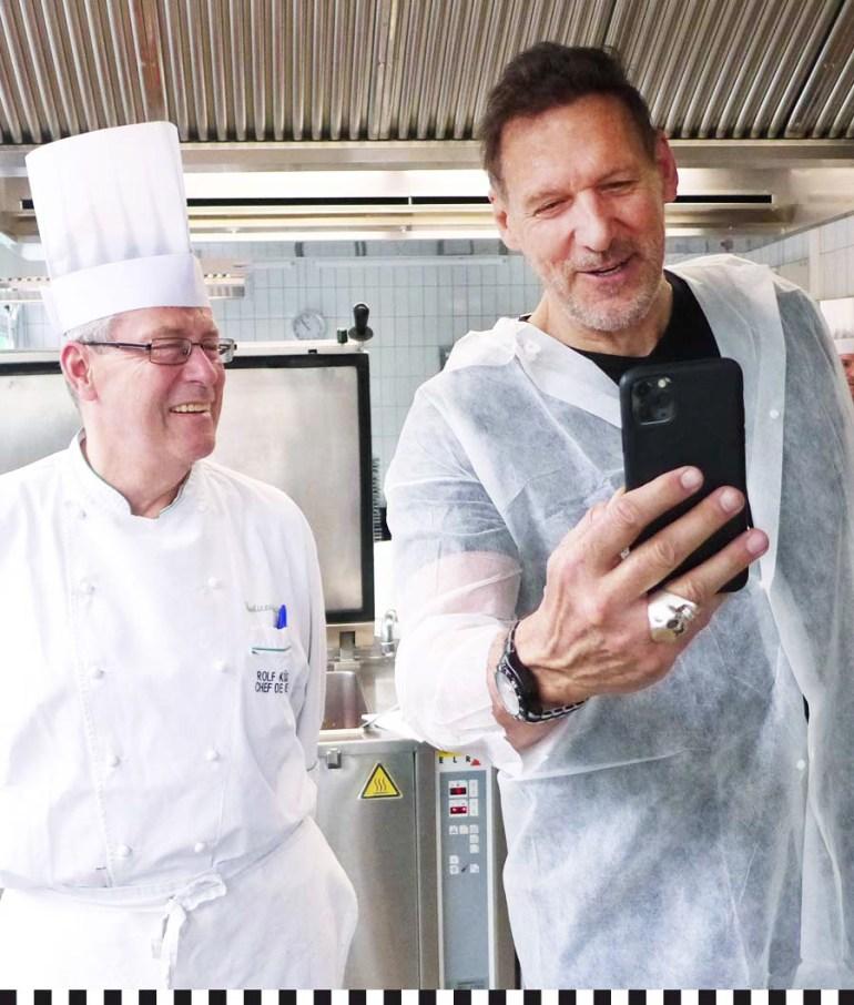 Selfie: Ralf Moeller und Rolf Küsters, Chefkoch der Konditorei Heinemann