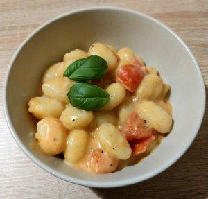 Schnelle Küche – Gnocchi in Tomaten-Mozzarella-Soße