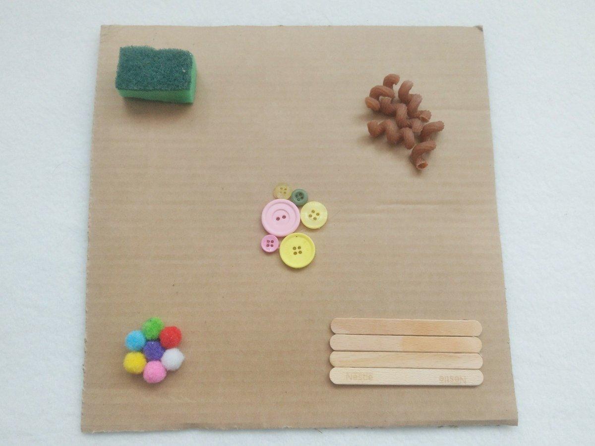 f nf kreative selbstgemachte spielzeuge mit denen sich euer baby besch ftigen kann ideen f r. Black Bedroom Furniture Sets. Home Design Ideas