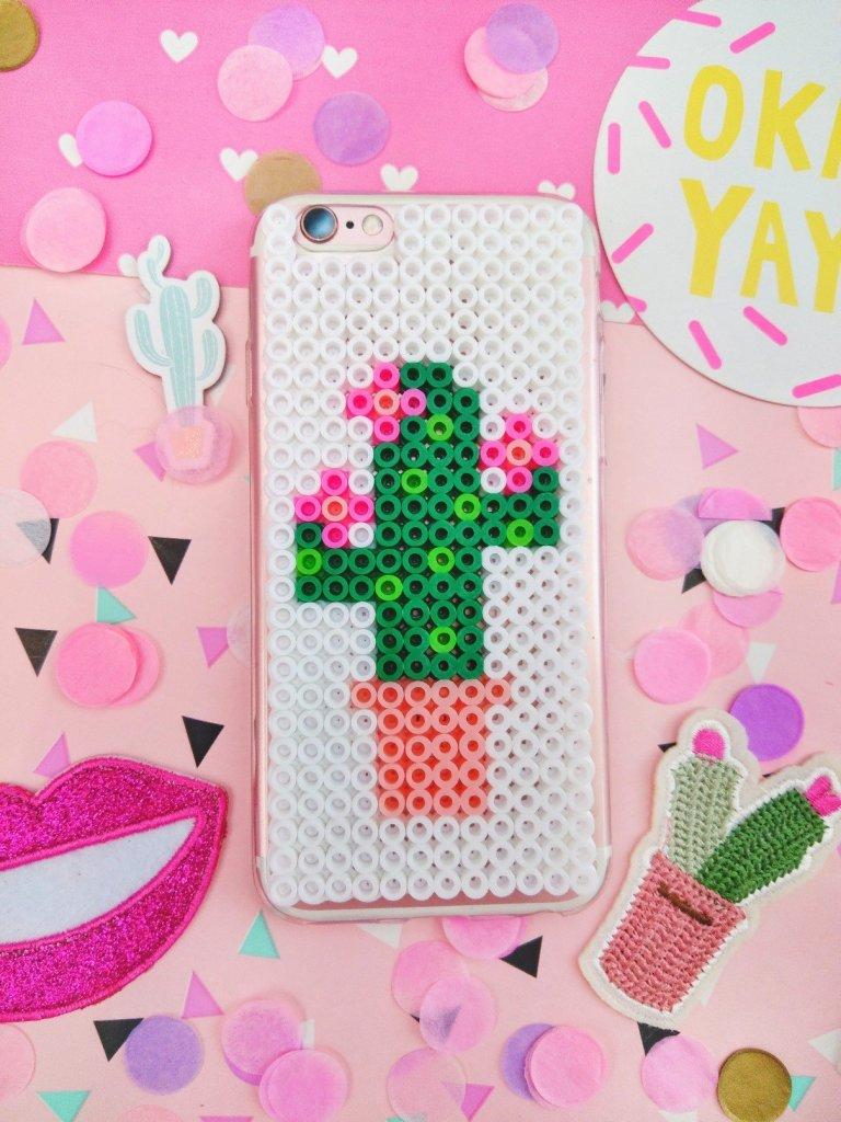 Um euer Handyhülle umzugestalten reichen die einfachsten Dinge, z.B. Bügelperlen. Ich zeige euch wie ihr ein DIY Kaktus Handycase selber machen könnt.