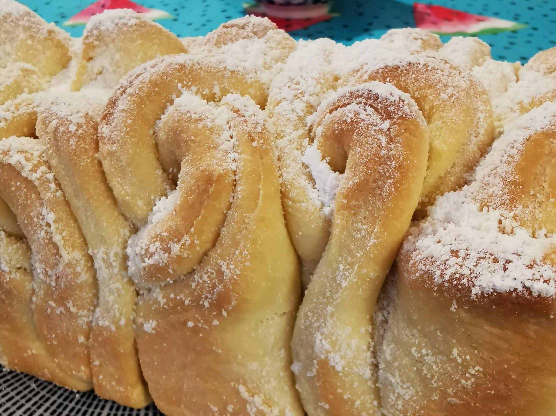 Read more about the article Briochebrot in Rosenform – einfaches und schnelles Rezept