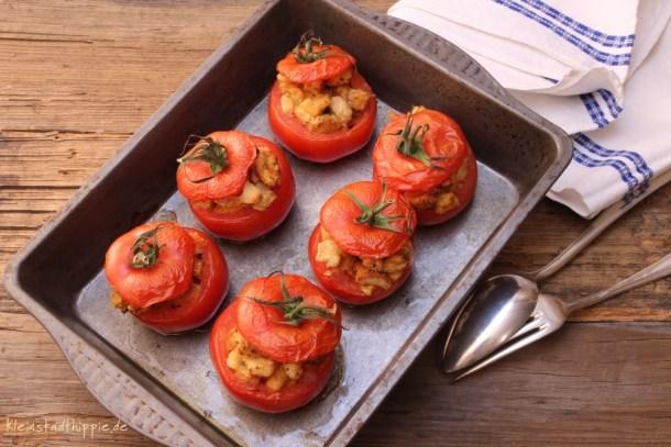 Gefüllte Tomaten - Pomodori farciti con fagioli borlotti alla toscana e crostini