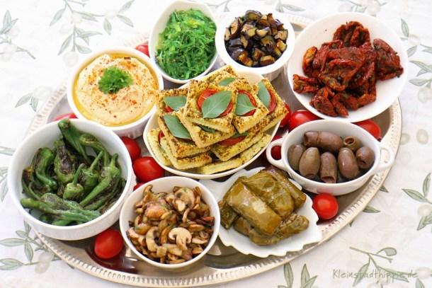 Antipastiplatte mit Hummus