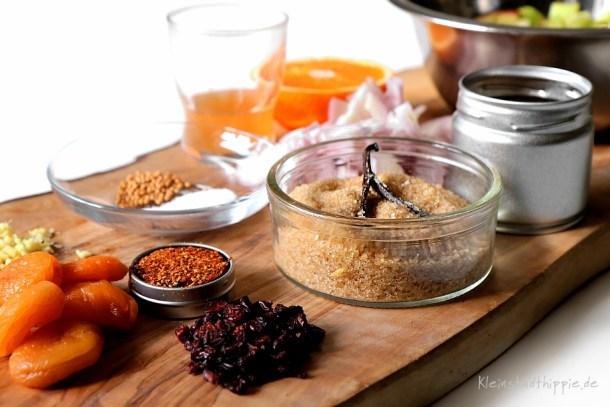 Zutaten für Rhabarber Chutney zum veganen Grillen oder zu Gemüse