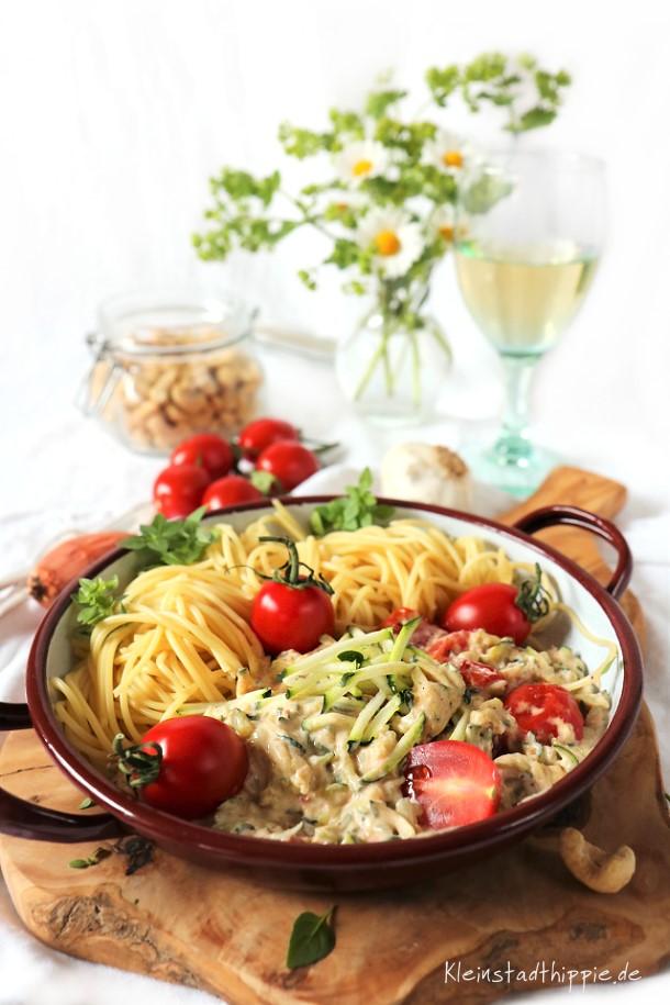 Spaghetti mit Zucchinisahnesoße