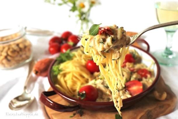 Spaghetti mit Zucchinisahnesauce