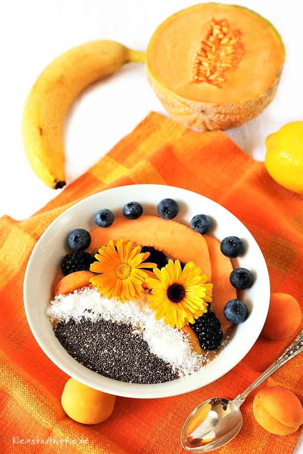 Smoothie Bowl zuckerfrei - mit Chiasamen und Kokos