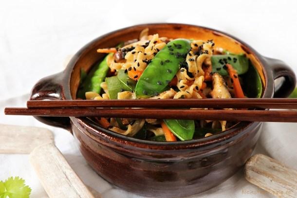Asiatisches Nudelgericht vegan
