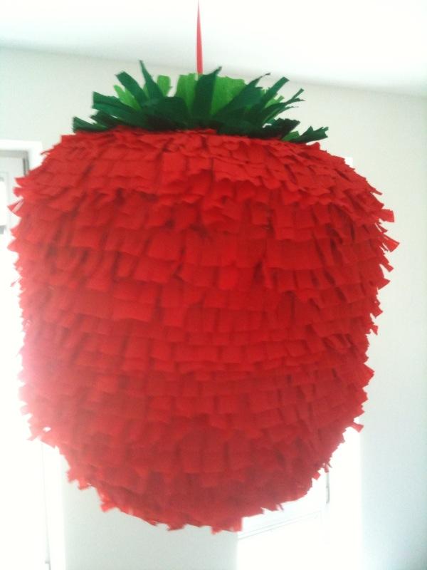 selbstgemachte erdbeer pinata diy