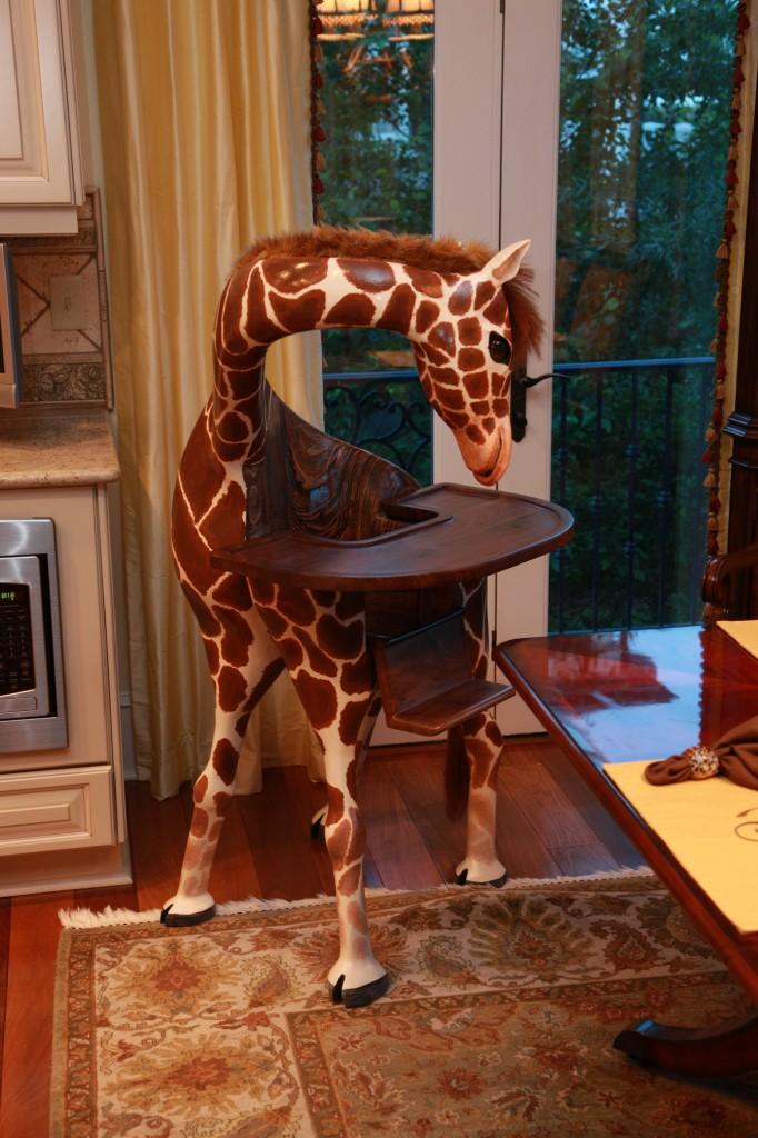 Giraffen hautnah : Handgemachter Hochstuhl