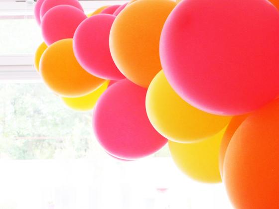 Dinosaurier Geburtstags Bash : Kindergeburtstag auf kleinstyle.com Dino Party Luftballon Deko