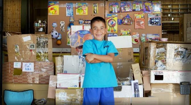 9jähriger baut Spielhalle : aus Pappkartons!